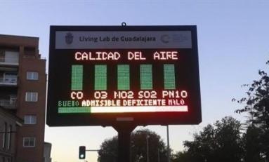Panel indicando la calidad del aire en la ciudad
